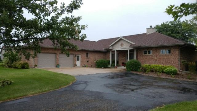 N6052 High Point Rd, Oak Grove, WI 53039 (#1838524) :: Nicole Charles & Associates, Inc.