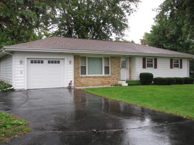 2305 Center Ave, Janesville, WI 53546 (#1841717) :: Nicole Charles & Associates, Inc.