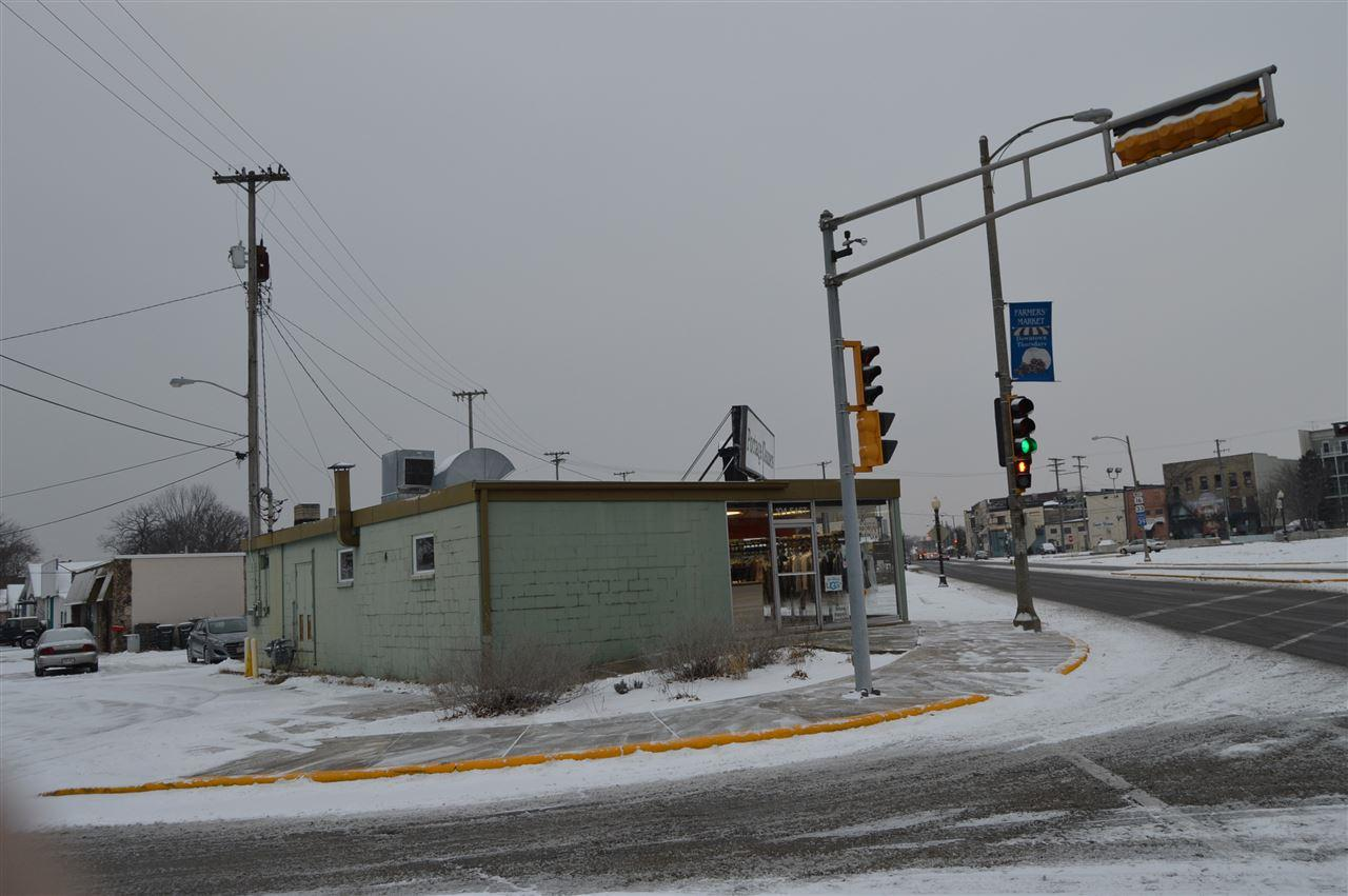 104 Wisconsin St - Photo 1