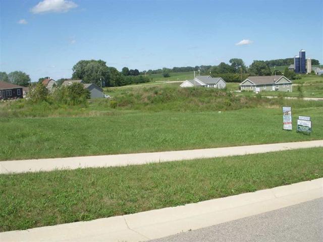 1424 Stoneridge Dr, Watertown, WI 53098 (#1863960) :: HomeTeam4u