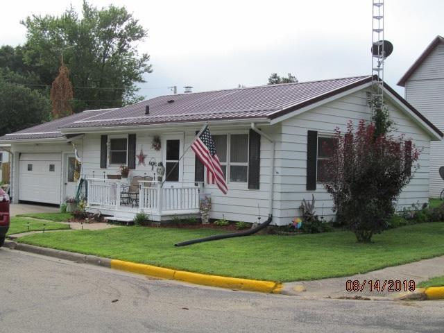 105 1st St, Cobb, WI 53526 (#1865890) :: HomeTeam4u