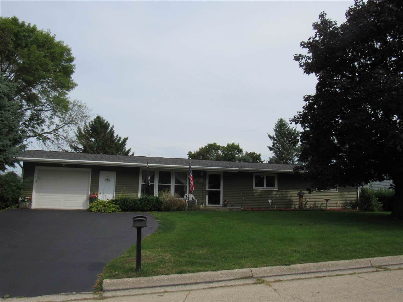 2574 5th Ave - Photo 1