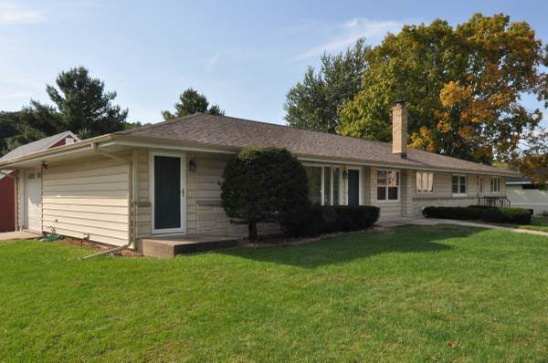 2905 Esser St, Cross Plains, WI 53528 (#1868567) :: Nicole Charles & Associates, Inc.