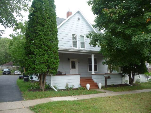 137 N Park St, Richland Center, WI 53581 (#1868688) :: HomeTeam4u