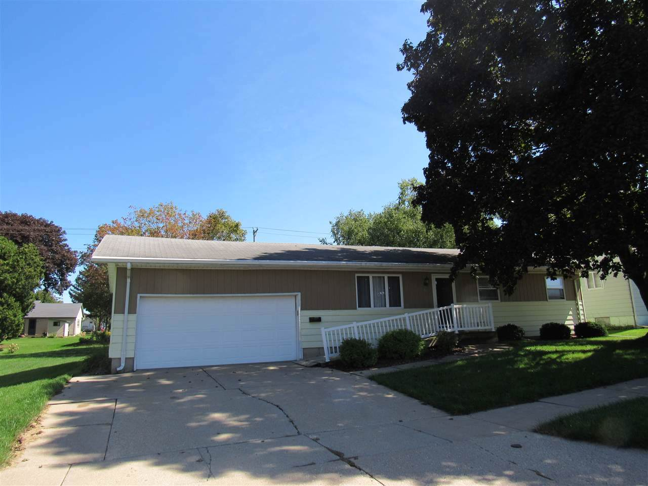 900 29th Ave - Photo 1