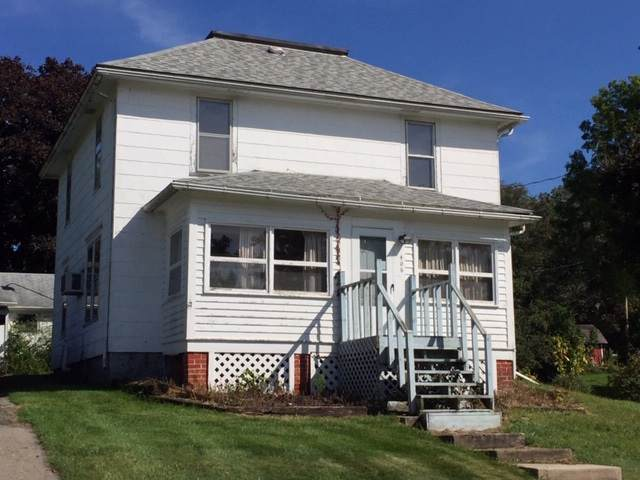 406 S Warren St, South Wayne, WI 53587 (#1868826) :: HomeTeam4u