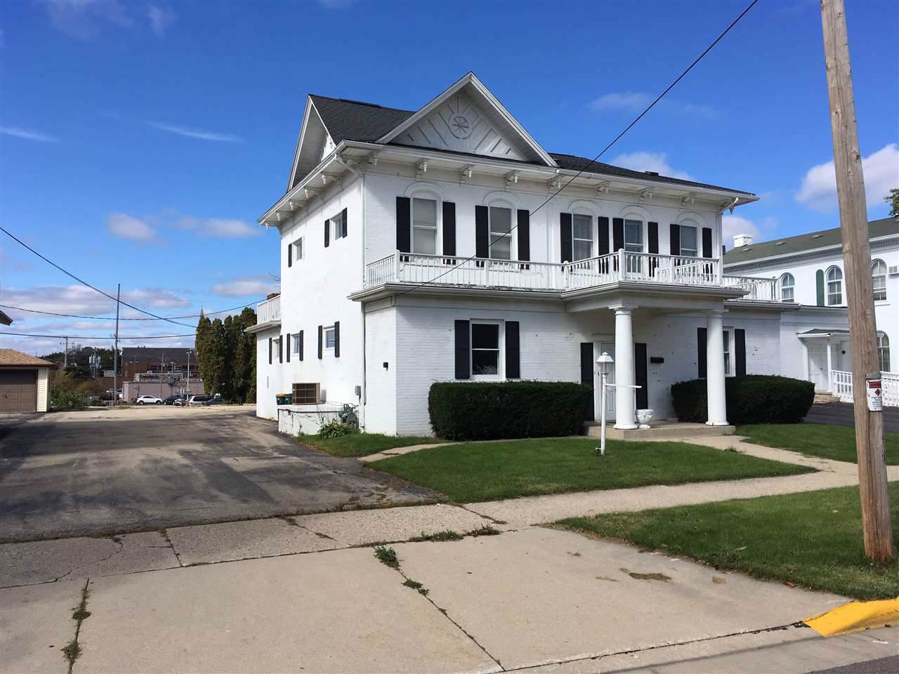 108 Lincoln Ave - Photo 1