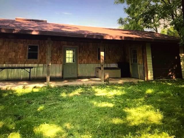 11069 Settlement Rd, Cassville, WI 53806 (#1872650) :: HomeTeam4u
