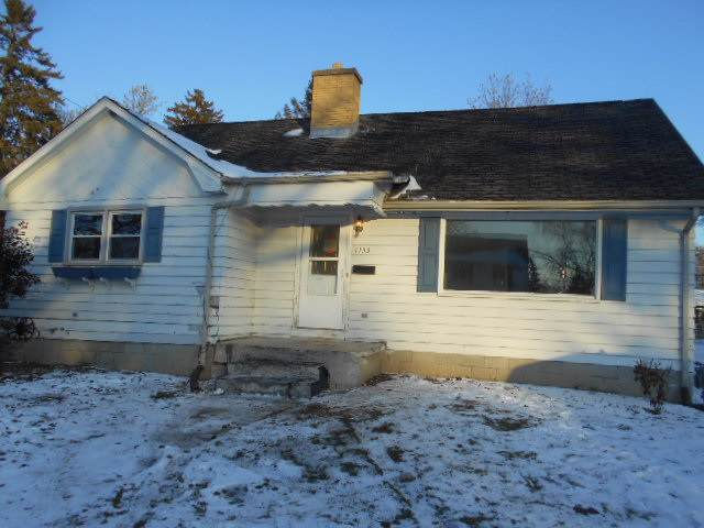 1153 N 11th Ave, West Bend, WI 53090 (#1873316) :: Nicole Charles & Associates, Inc.