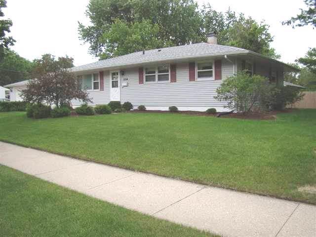 1204 Pflaum Rd, Madison, WI 53716 (#1873420) :: HomeTeam4u