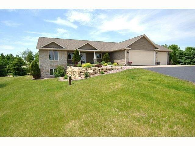 7221 N Territorial Rd, Union, WI 53536 (#1883877) :: Nicole Charles & Associates, Inc.