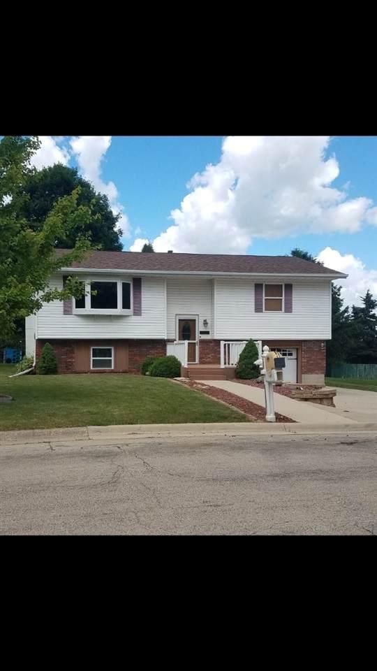 1823 1st Ave, Monroe, WI 53566 (#1886904) :: Nicole Charles & Associates, Inc.