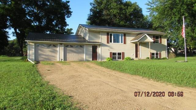 206 North St, Blue River, WI 53518 (#1888281) :: HomeTeam4u