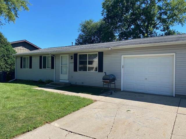 955 Newman St, Janesville, WI 53545 (#1890972) :: Nicole Charles & Associates, Inc.