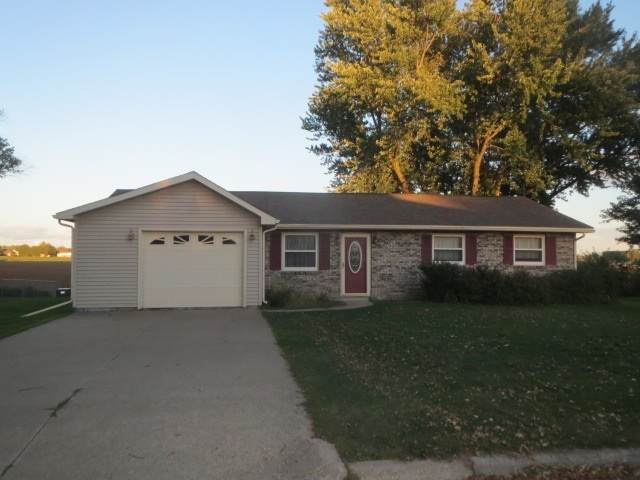 908 Morningview Dr, Lancaster, WI 53813 (#1894860) :: HomeTeam4u