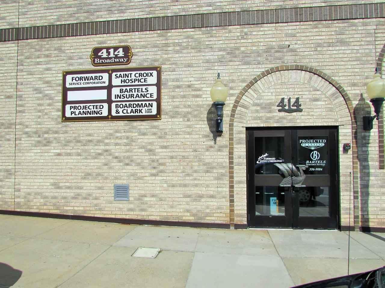 414 Broadway St - Photo 1