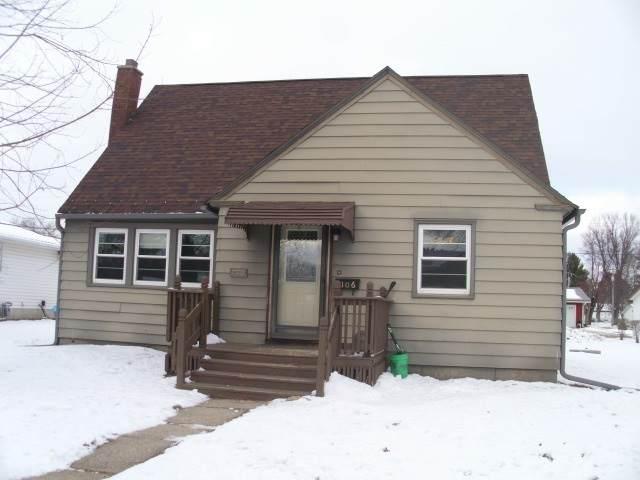 106 Thompson St, Elroy, WI 53929 (#1900287) :: HomeTeam4u