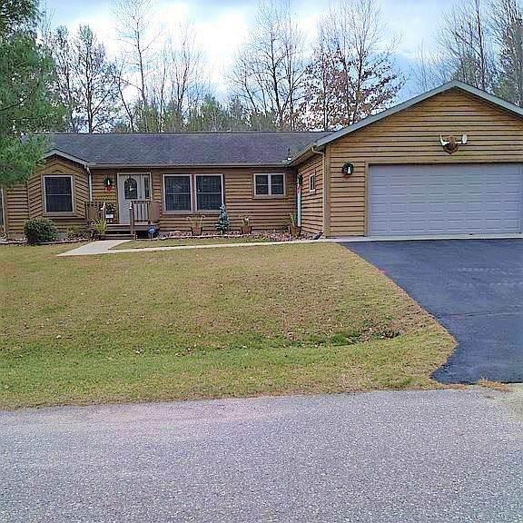 239 Dogwood Ln, Lake Delton, WI 53965 (#1900399) :: HomeTeam4u