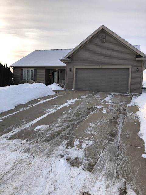 1411 Timber Ridge Tr, Watertown, WI 53098 (#1902167) :: Nicole Charles & Associates, Inc.