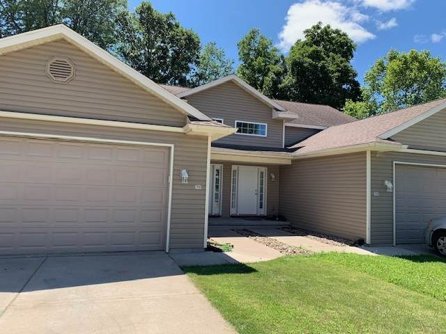 425 14th Ave, Baraboo, WI 53913 (#1902769) :: HomeTeam4u