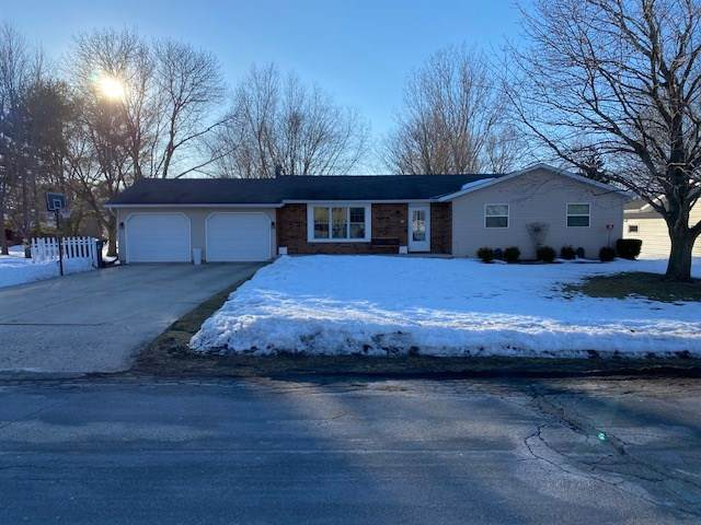 119 Hilltop Dr, Fall River, WI 53932 (#1903110) :: HomeTeam4u