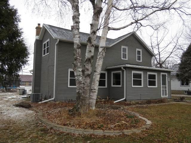235 E State St, Fox Lake, WI 53933 (#1904129) :: HomeTeam4u