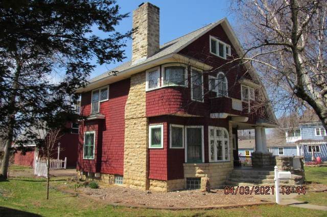 1312 Wisconsin Ave, Boscobel, WI 53805 (#1905555) :: HomeTeam4u
