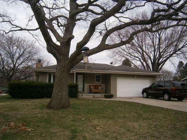 2536 Cedar Pointe Dr, Janesville, WI 53546 (#1905802) :: HomeTeam4u