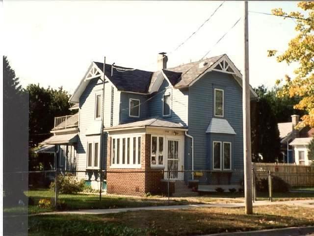 736 Oak St, Beloit, WI 53511 (#1906806) :: Nicole Charles & Associates, Inc.