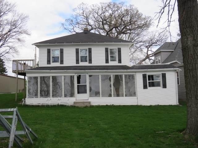 W10385 Blackhawk Tr, Fox Lake, WI 53933 (#1907222) :: Nicole Charles & Associates, Inc.