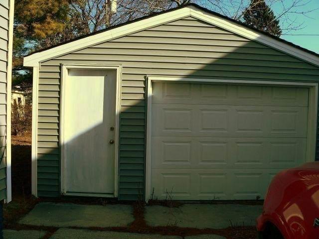 1327 Grand Ave, Racine, WI 53403 (#1907790) :: HomeTeam4u