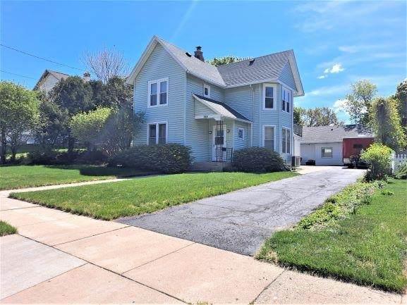 408 Prospect Ave, Janesville, WI 53545 (#1908885) :: Nicole Charles & Associates, Inc.