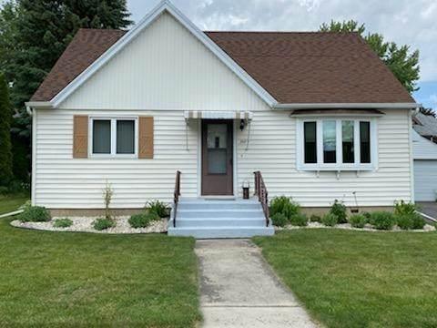 303 W Crocker St, Fox Lake, WI 53933 (#1911247) :: HomeTeam4u
