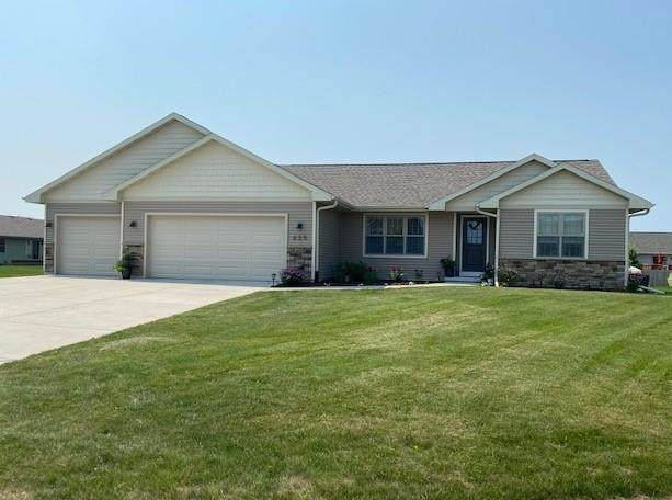 635 Badger Dr, Evansville, WI 53536 (#1913925) :: HomeTeam4u