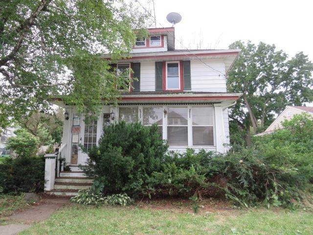1115 Ruth St, Watertown, WI 53094 (#1917662) :: RE/MAX Shine