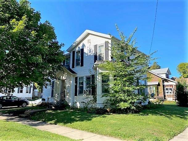 1403 22nd Ave, Monroe, WI 53566 (#1919450) :: RE/MAX Shine