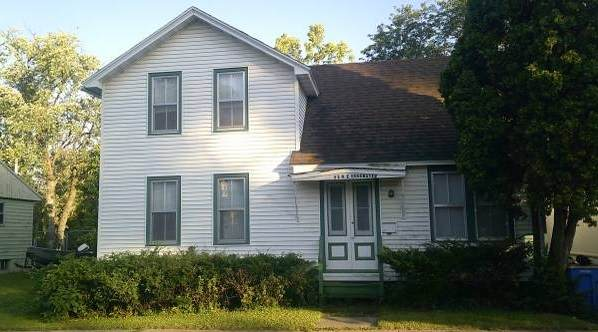 324 E Edgewater St, Portage, WI 53901 (#1919865) :: Nicole Charles & Associates, Inc.