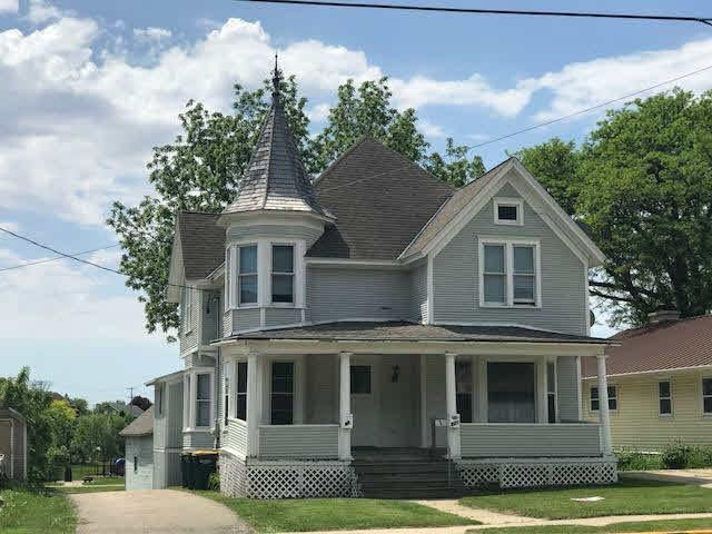 219 W Sherman Ave, Fort Atkinson, WI 53538 (#354720) :: Nicole Charles & Associates, Inc.