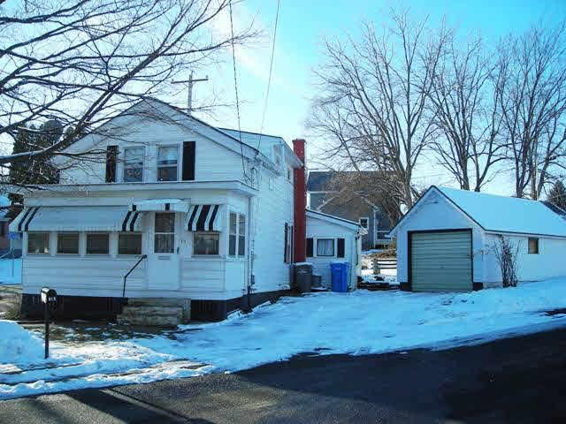 712 E Division St, Watertown, WI 53098 (#358222) :: HomeTeam4u