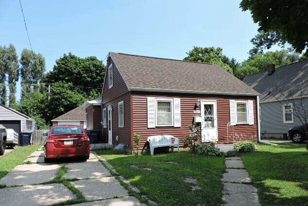 1417 S Osborne Ave, Janesville, WI 53546 (#361271) :: Nicole Charles & Associates, Inc.