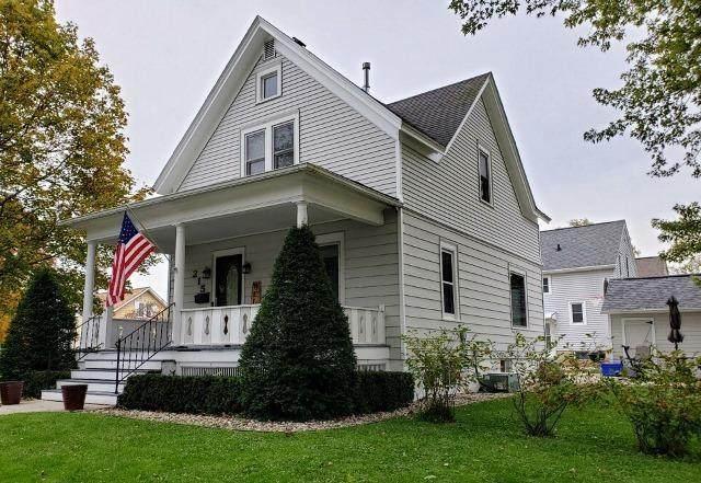 215 N Monroe St, Watertown, WI 53094 (#370820) :: Nicole Charles & Associates, Inc.