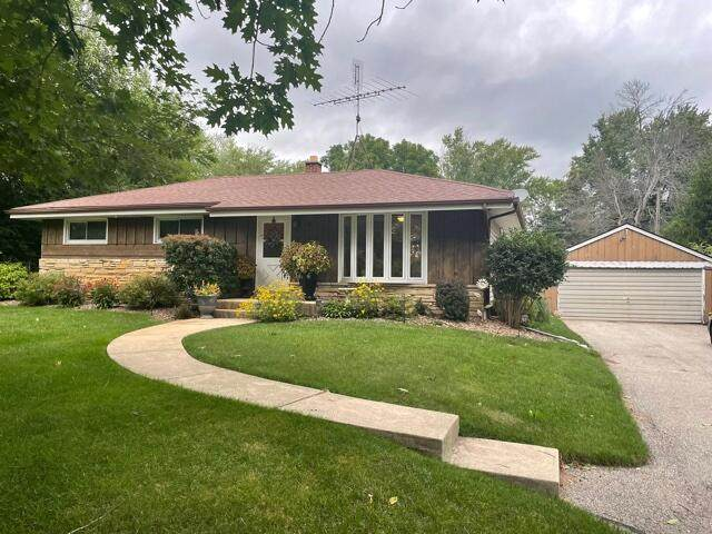 W122 Belleview Ave, Ixonia, WI 53066 (#376816) :: RE/MAX Shine