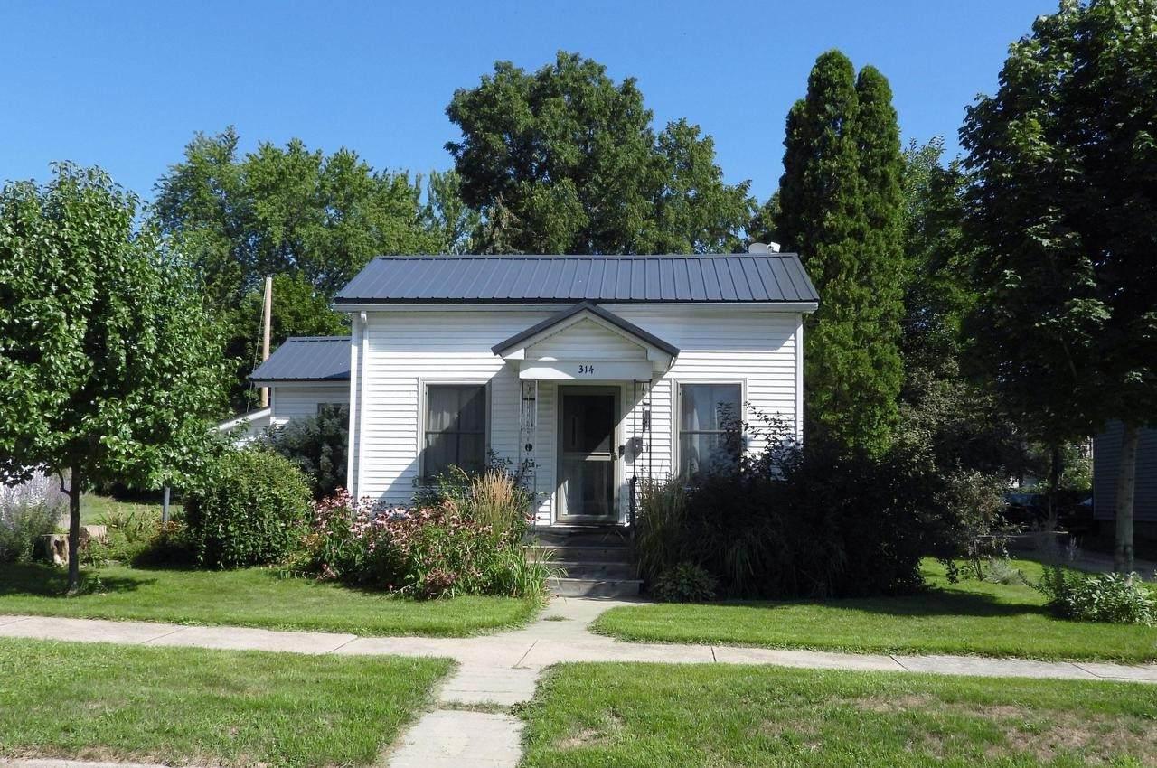 314 Maple Ave - Photo 1