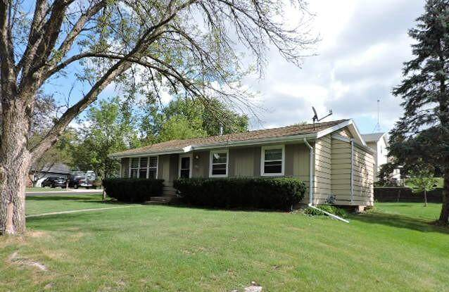 1525 Greencrest Dr, Watertown, WI 53098 (#377427) :: RE/MAX Shine