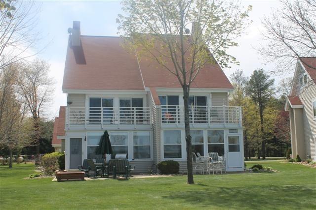N7486 Harbor Dr, Germantown, WI 53950 (#1797888) :: Nicole Charles & Associates, Inc.