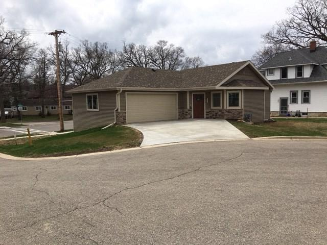 2004 Butler Ct, Middleton, WI 53562 (#1826620) :: Nicole Charles & Associates, Inc.