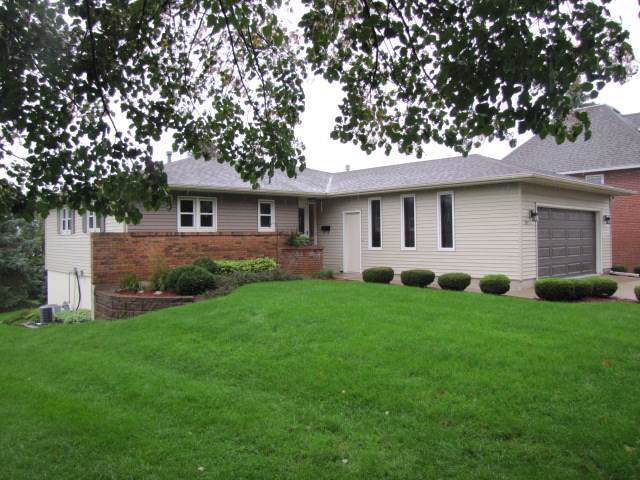 915 8th Ave, Monroe, WI 53566 (#1869679) :: HomeTeam4u