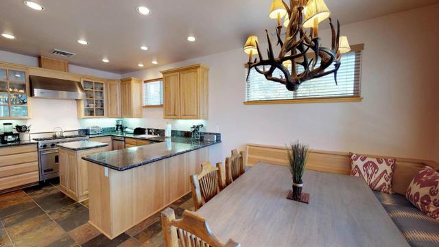 36 Top Of The Slopes Court, Mammoth Lakes, CA 93546 (MLS #180762) :: Rebecca Garrett - Mammoth Realty Group