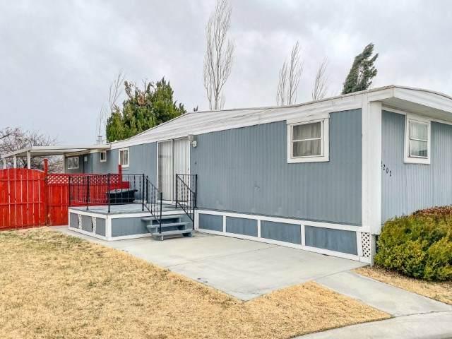 2202 Brigadoon, Bishop, CA 93514 (MLS #210230) :: Mammoth Realty Group