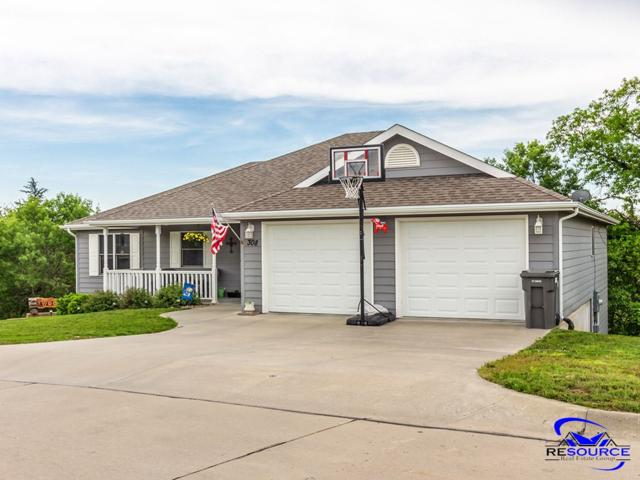 308 Lockett Lane, St. George, KS 66535 (MLS #20191414) :: Jolene Roberts